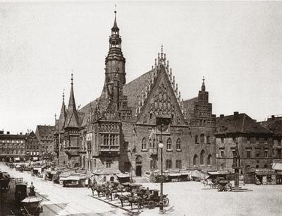 https://www.aufrichtigs.com/02-Breslau_Aufrichtigs/Images/Breslau-Rathaus.jpg