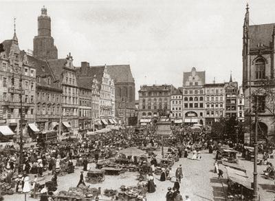 http://www.aufrichtigs.com/02-Breslau_Aufrichtigs/Images/Breslau_Town_Square.jpg